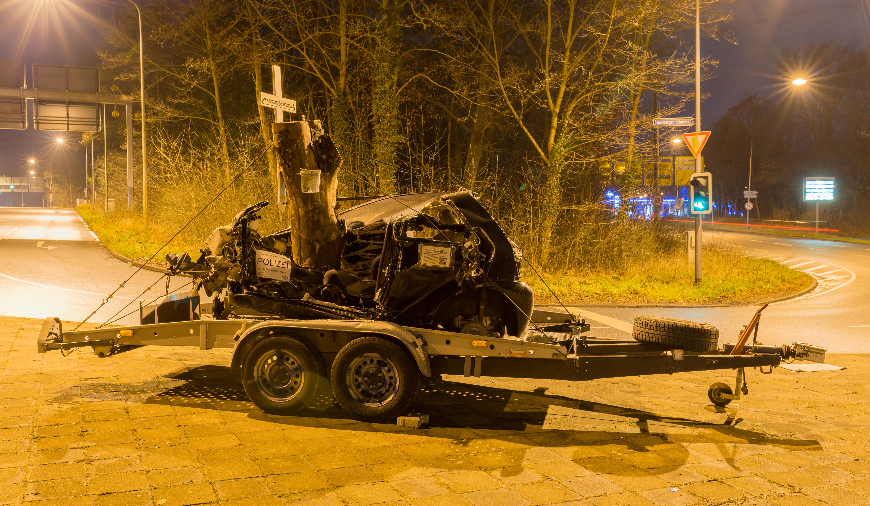 File:Car accident memorial - Unfall Denk mal - Frankfurt - Germany