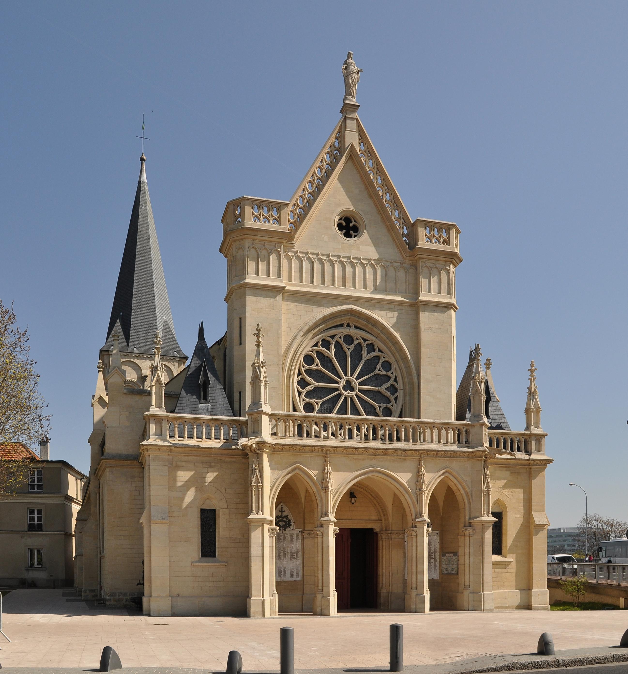 a description of the notre dame de paris a large cathedral church Follow this suggested itinerary for your own tour of france's best cathedrals,  each page for a description of each  cathedral tour stop one: notre-dame de paris.