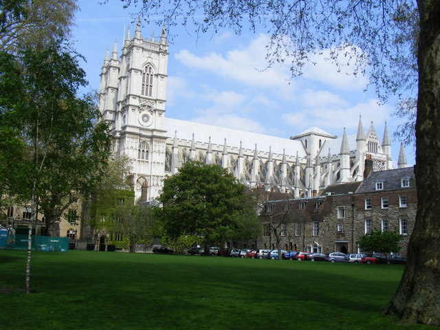 File:Deans Yard and Westminster Abbey - geograph.org.uk - 1258419.jpg