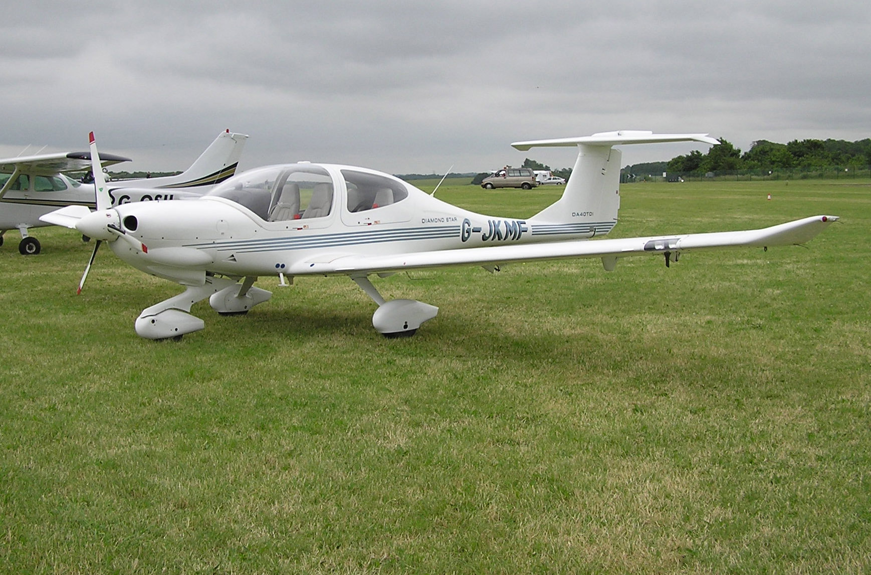 File:Diamond.da40-tdi.diamondstar.g-jkmf.arp.jpg
