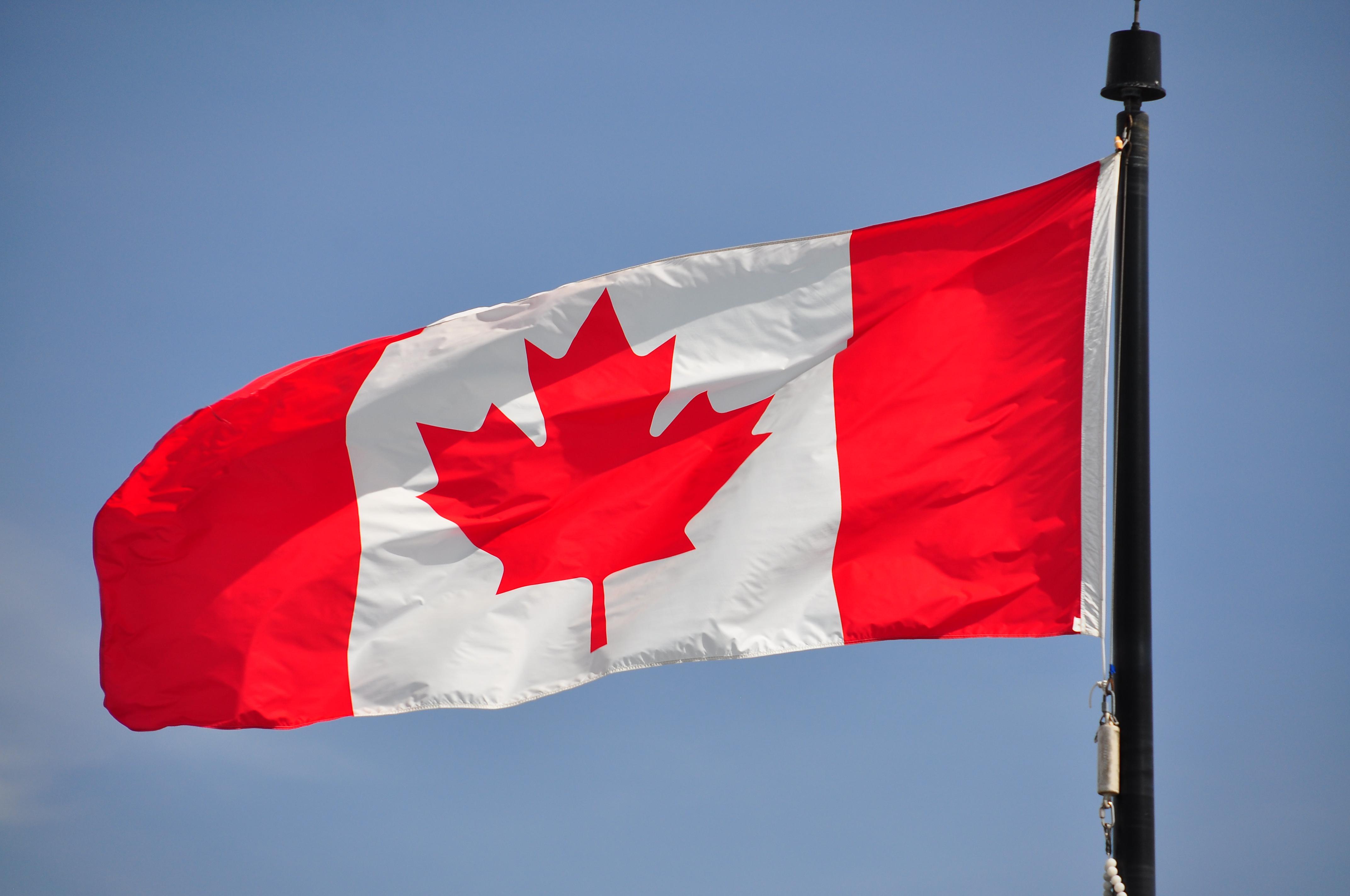 Drapeau canadien - Canadian flag (4629119005).jpg