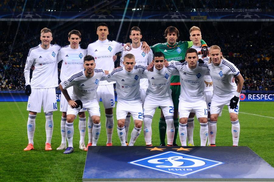 Игроки «Динамо» перед матчем 1 8 финала Лиги Чемпионов 2015 16 против  «Манчестер Сити» 4dcae7e4ea2
