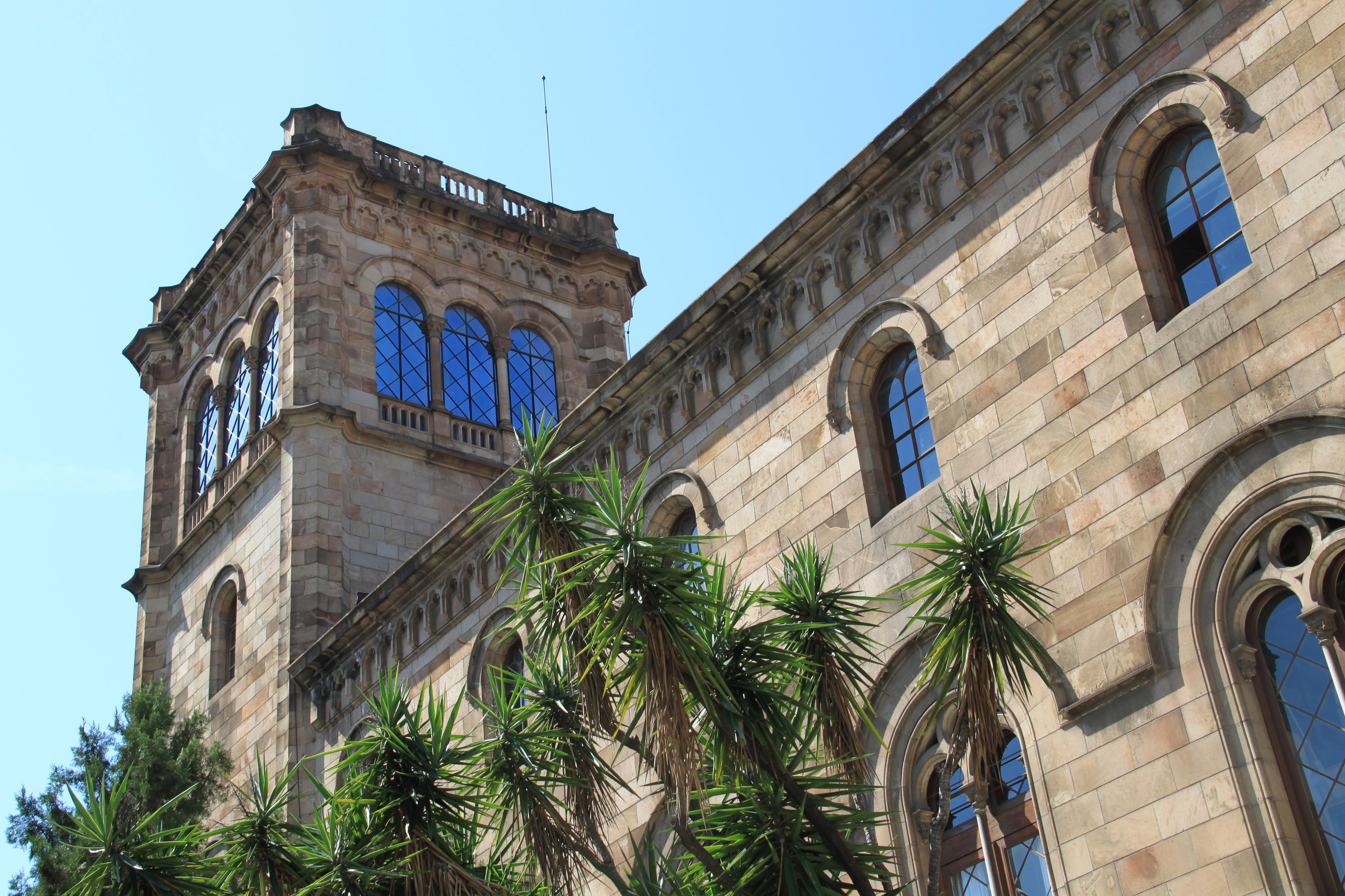 File edifici hist ric de la universitat de barcelona tower for Universidad de moda barcelona