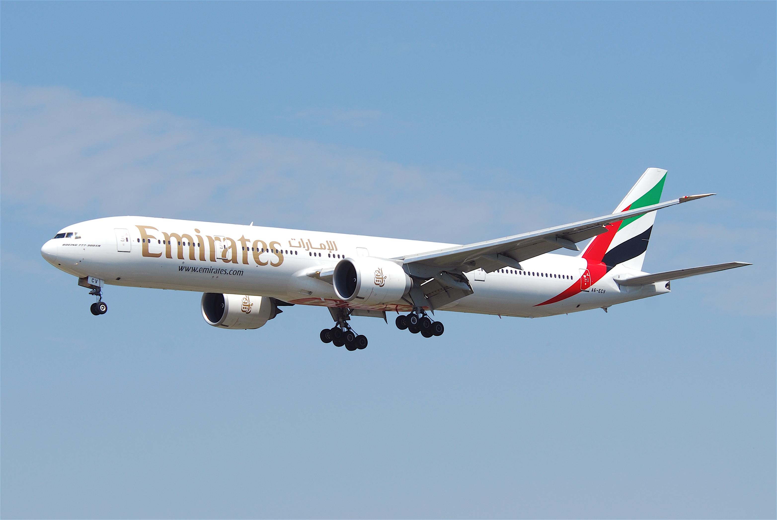 Bildresultat för emirates boeing 777
