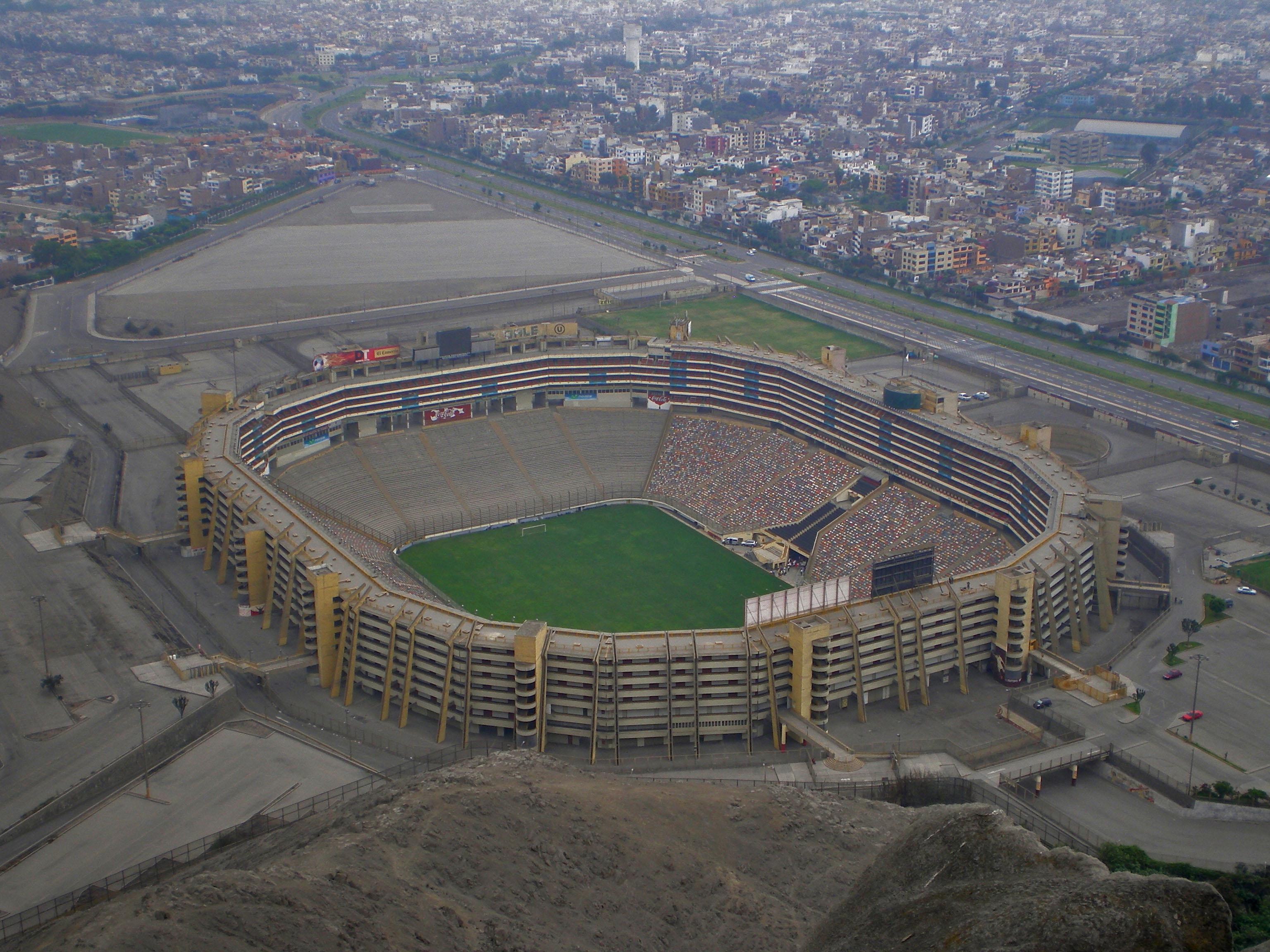 Estadio nacional de lima for Puerta 9 del estadio nacional de lima