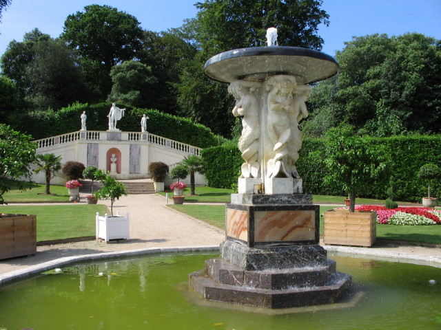 Fountain, Mount Edgcumbe Country Park - geograph.org.uk - 413884
