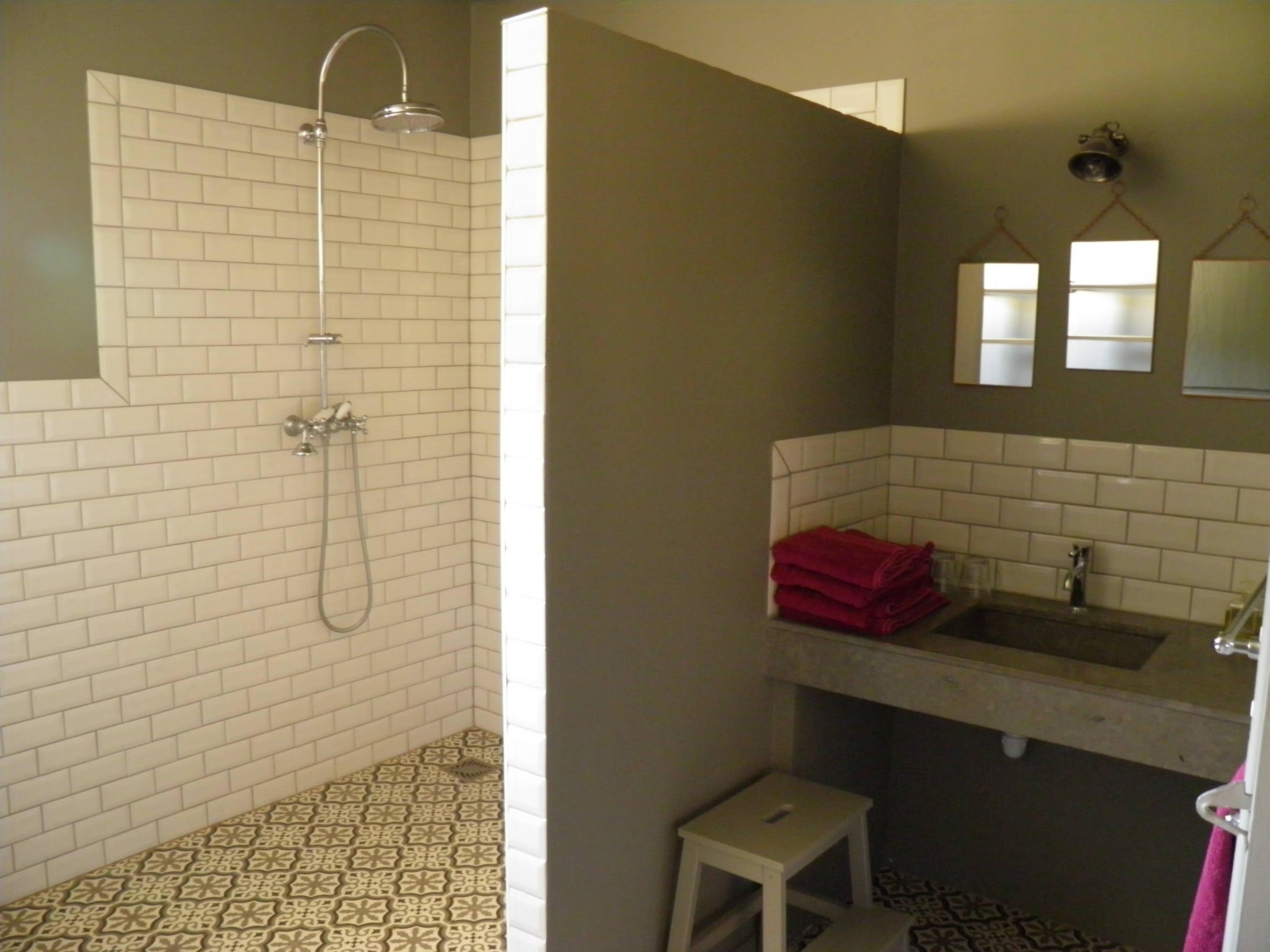 File:Gîte - salle de bain.jpg - Wikimedia Commons