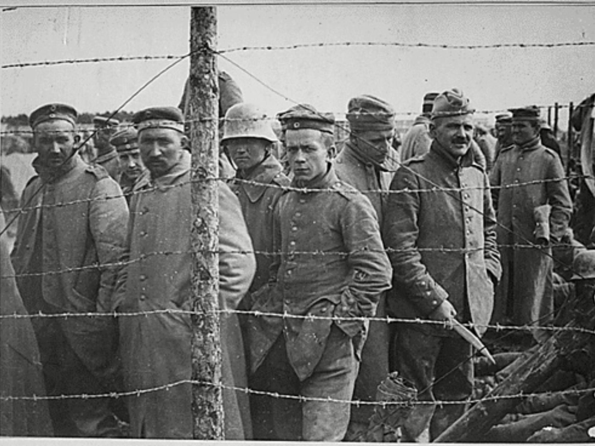 Prisioneros de guerra alemanes en un campo francés en la última fase de la Primera Guerra Mundial