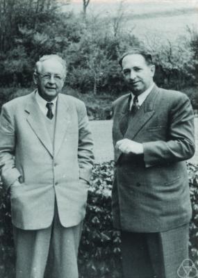 Ernst Peschl (right), next to [[Hermann Weyl]]