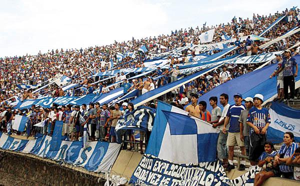 Barras bravas en Argentina - Wikipedia a464eb9b3481c