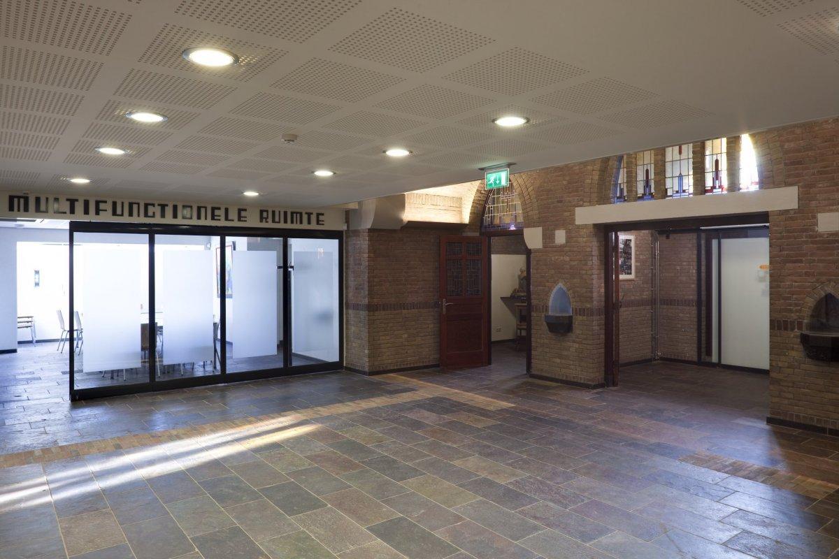 fileinterieur overzicht multifunctionele ruimte rechts entree onder de toren gouda