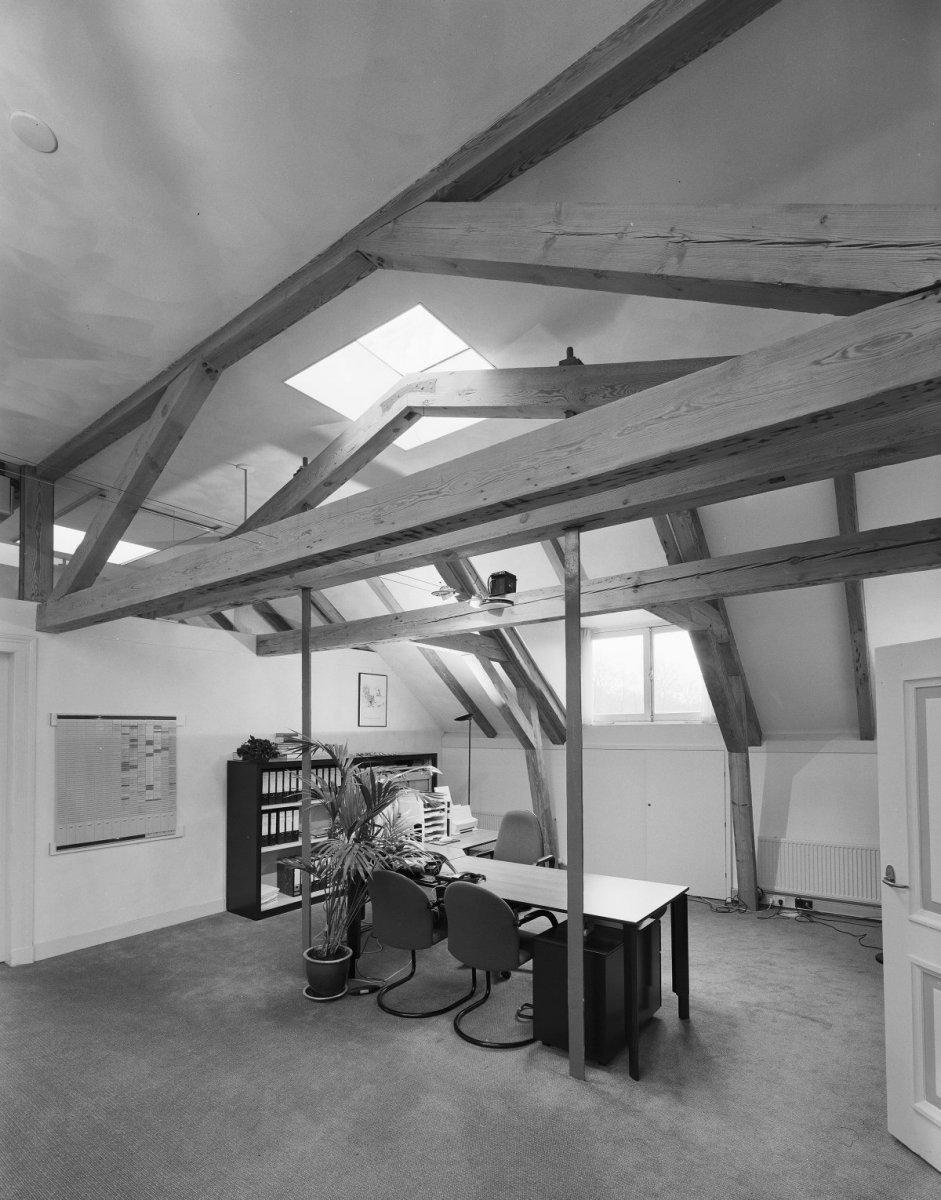 File Interieur, zolder met houten balken, werkkamer   Zeist   20368982   RCE jpg   Wikimedia Commons