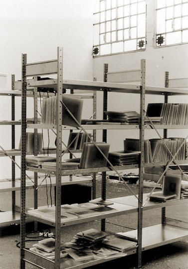Iris Haeussler (1991)Archivio 01-Shelf