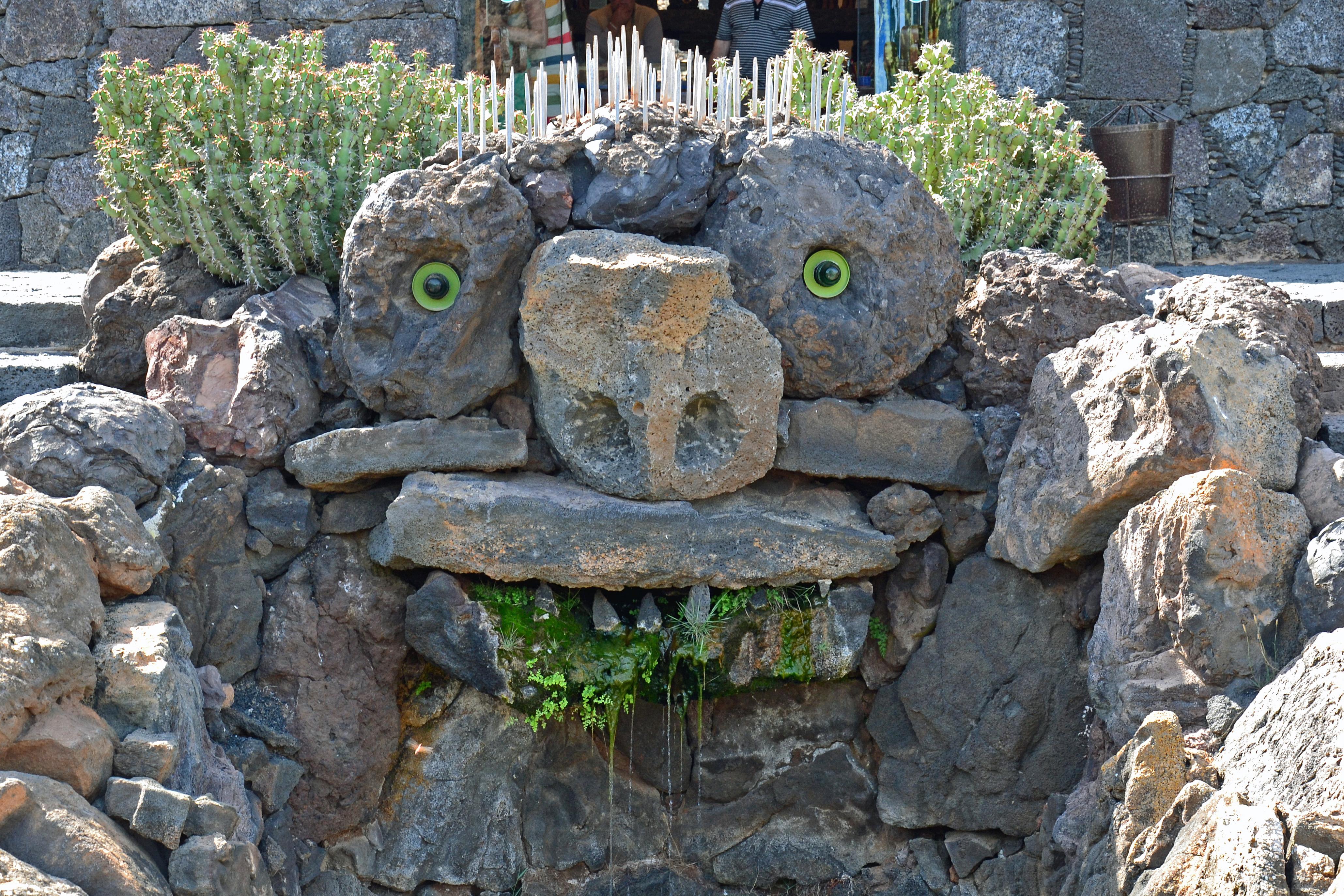 File jardin de cactus lanzarote 02 jpg wikimedia commons for Jardines con cactus