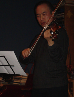 Violinist Jason Kao Hwang performing on 18 Nov...