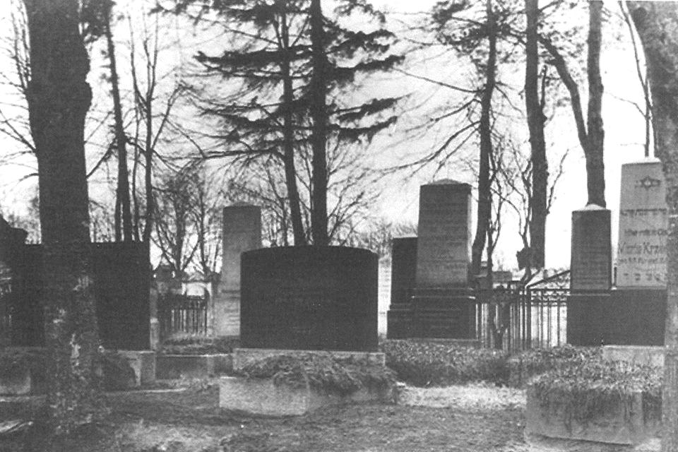 Jewish Cemetery Dobre Miasto.jpg