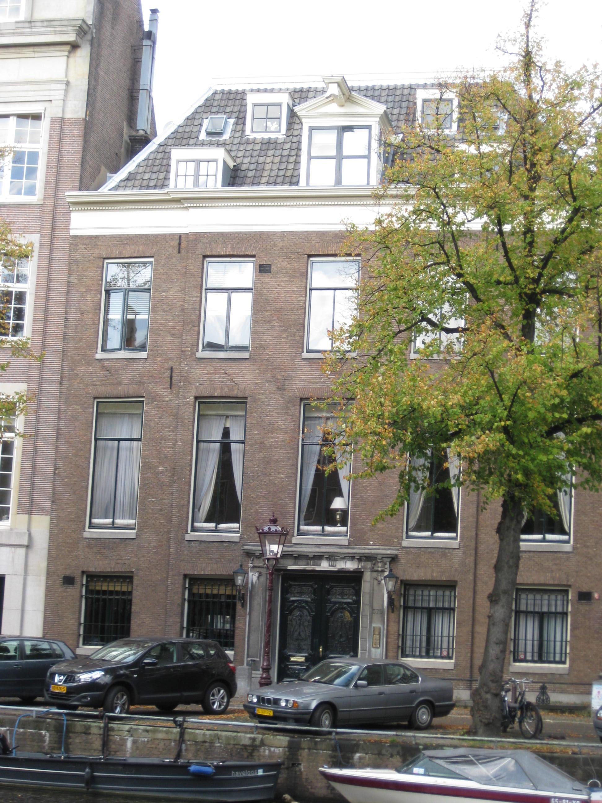 Dubbel huis met gevel voorzien van een middenrisaliet for Lijst inrichting huis