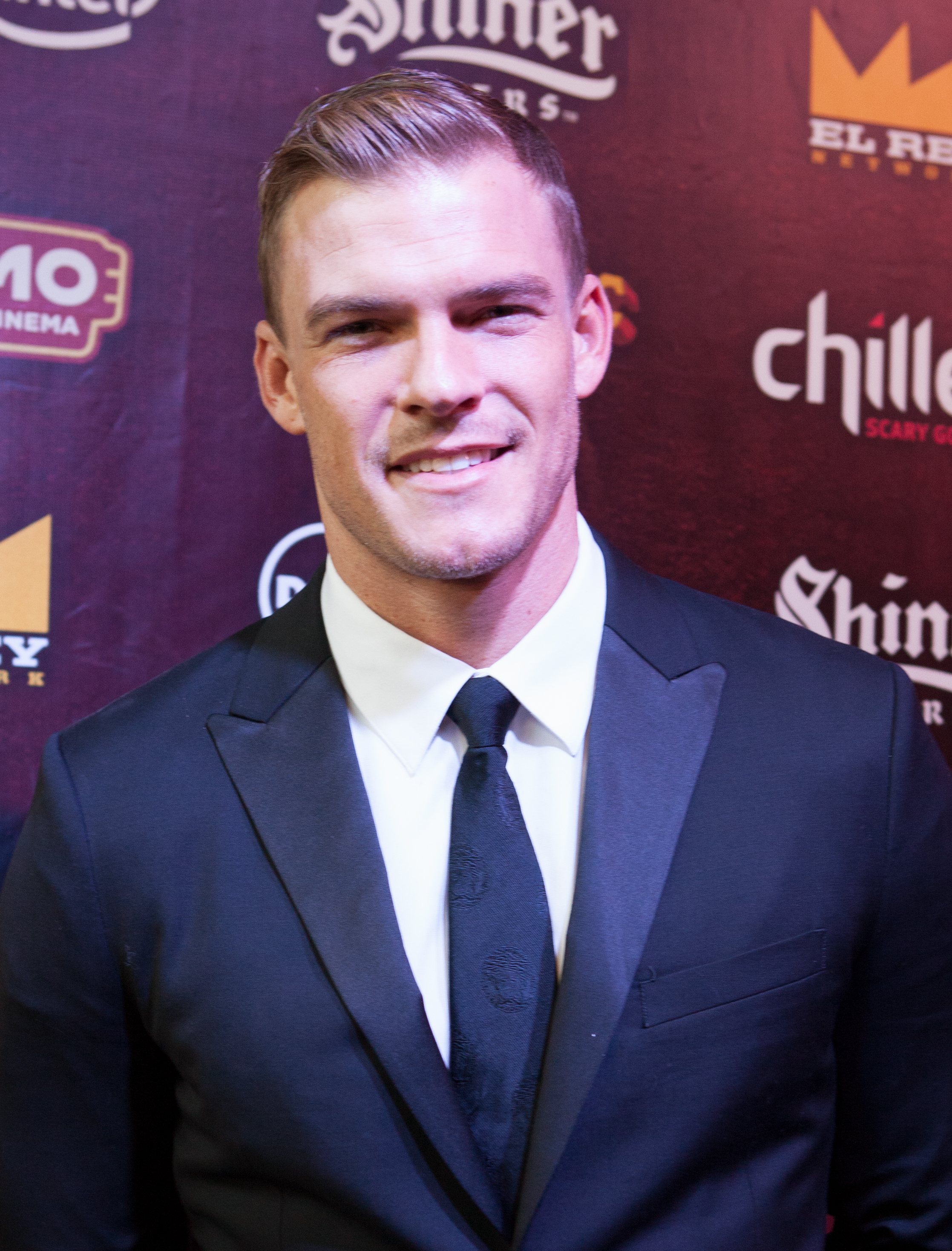 The 33-year old son of father David and mother Vickie Alan Ritchson in 2018 photo. Alan Ritchson earned a  million dollar salary - leaving the net worth at 5 million in 2018