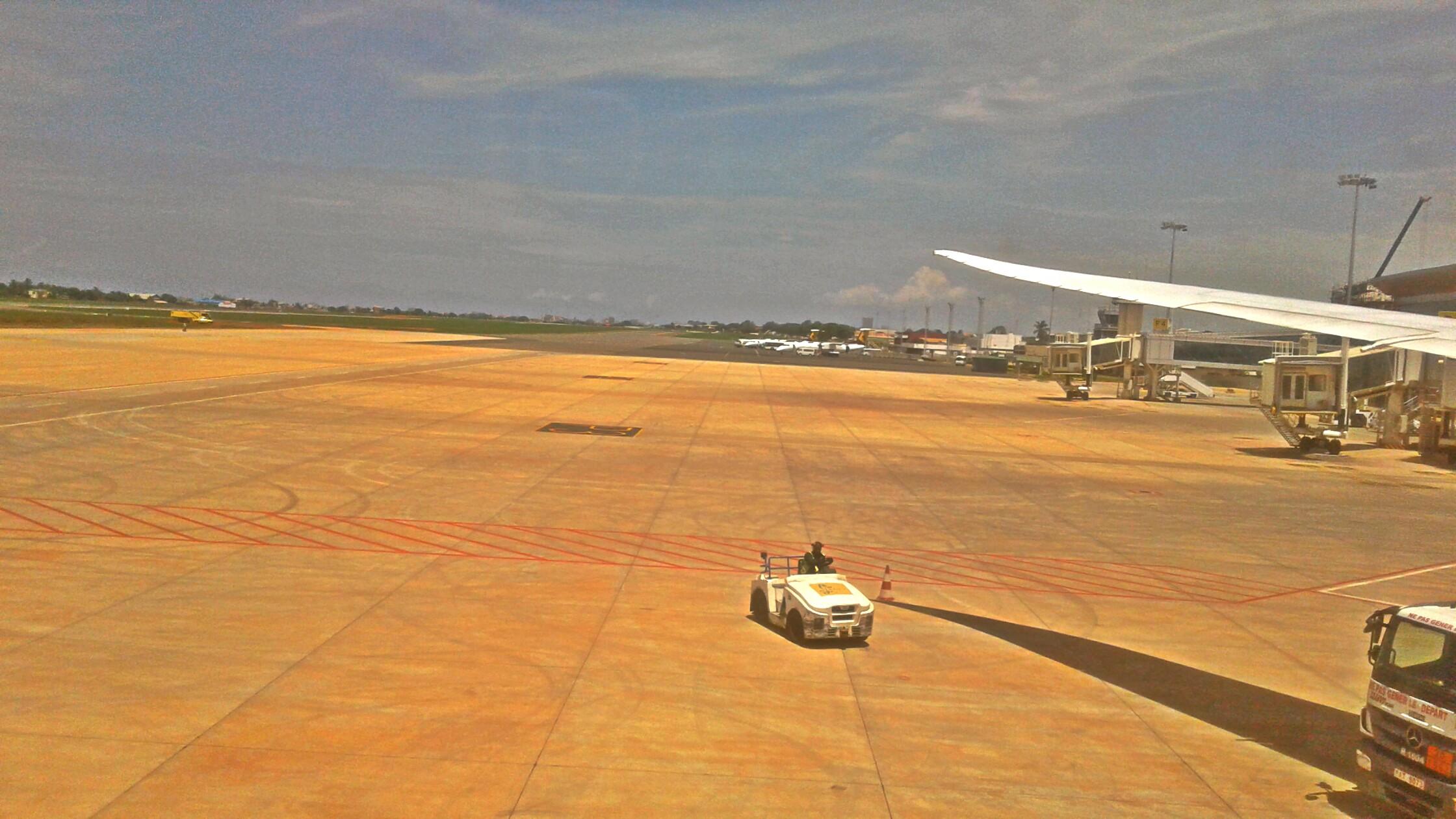 纳辛贝·埃亚德马国际机场