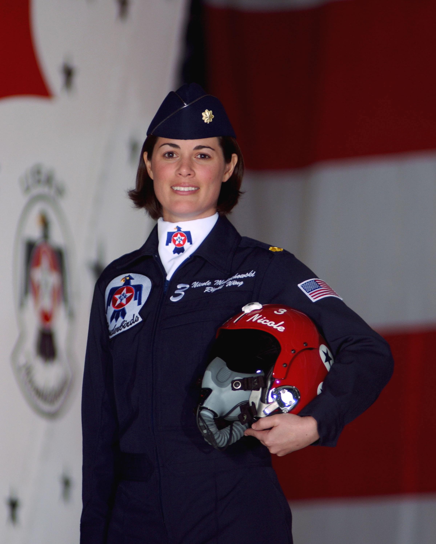 Të ndryshme! - Faqe 32 Maj_Nicole_Malachowski,_USAF_Thunderbirds