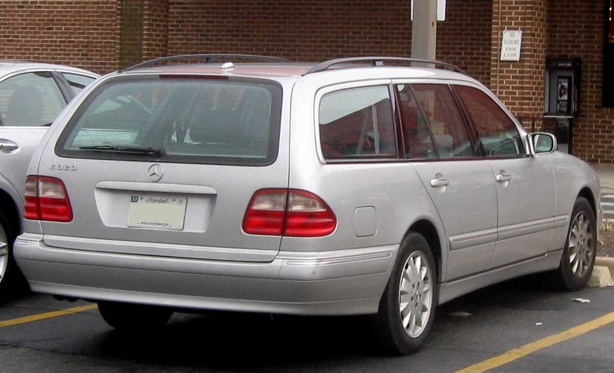 Mercedes-Benz_E320_wagon.jpg