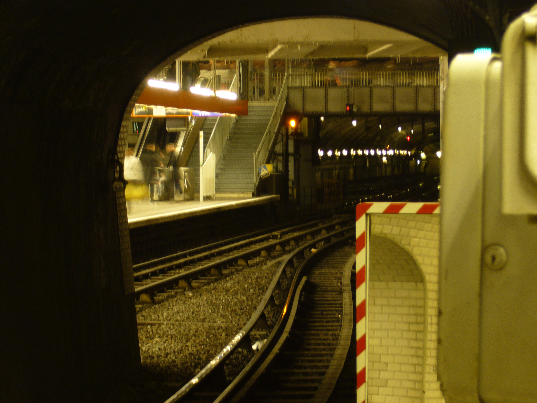 File metro paris ligne 12 porte de versailles 5 for Porte de versailles salon metro