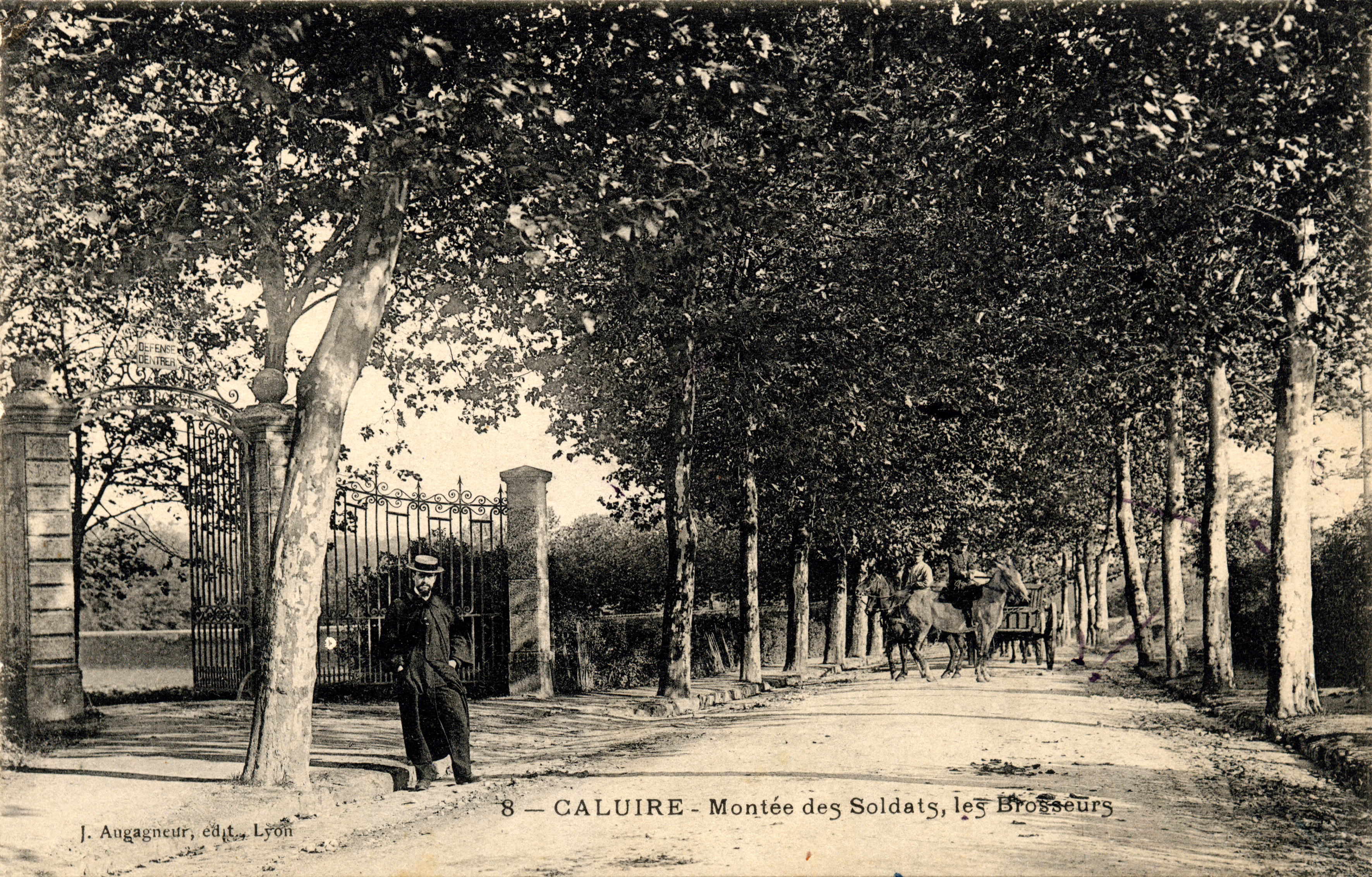 Cartes postales ville,villagescpa par odre alphabétique. - Page 11 Mont%C3%A9e_des_Soldats_Caluire_1907