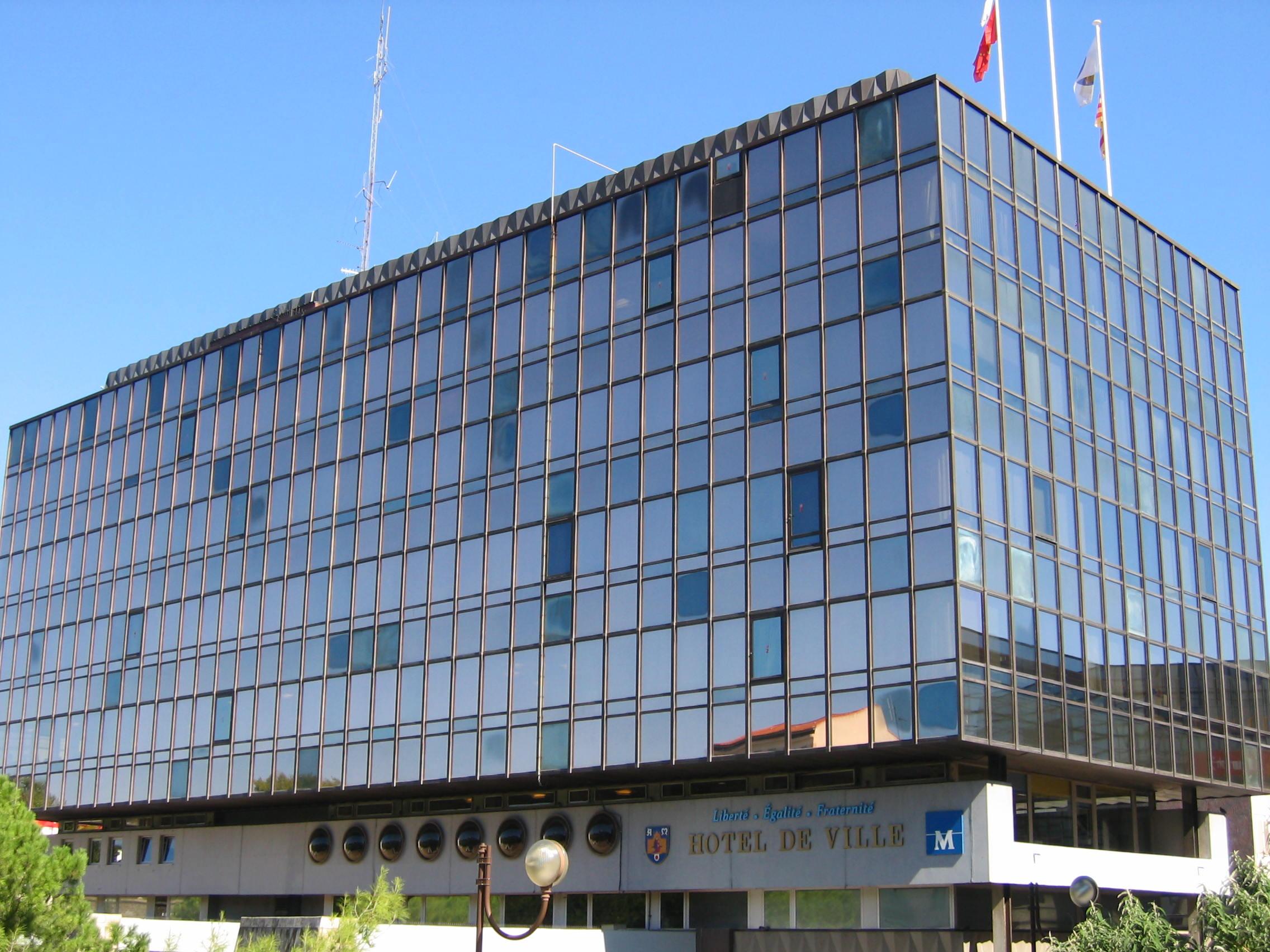 http://upload.wikimedia.org/wikipedia/commons/9/90/Montpellier_Mairie.JPG