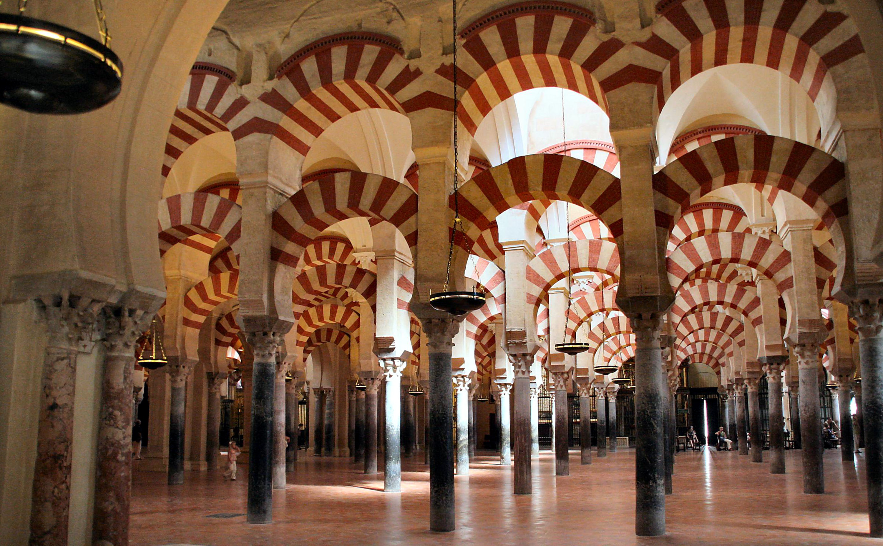 http://upload.wikimedia.org/wikipedia/commons/9/90/Mosque_of_Cordoba.jpg
