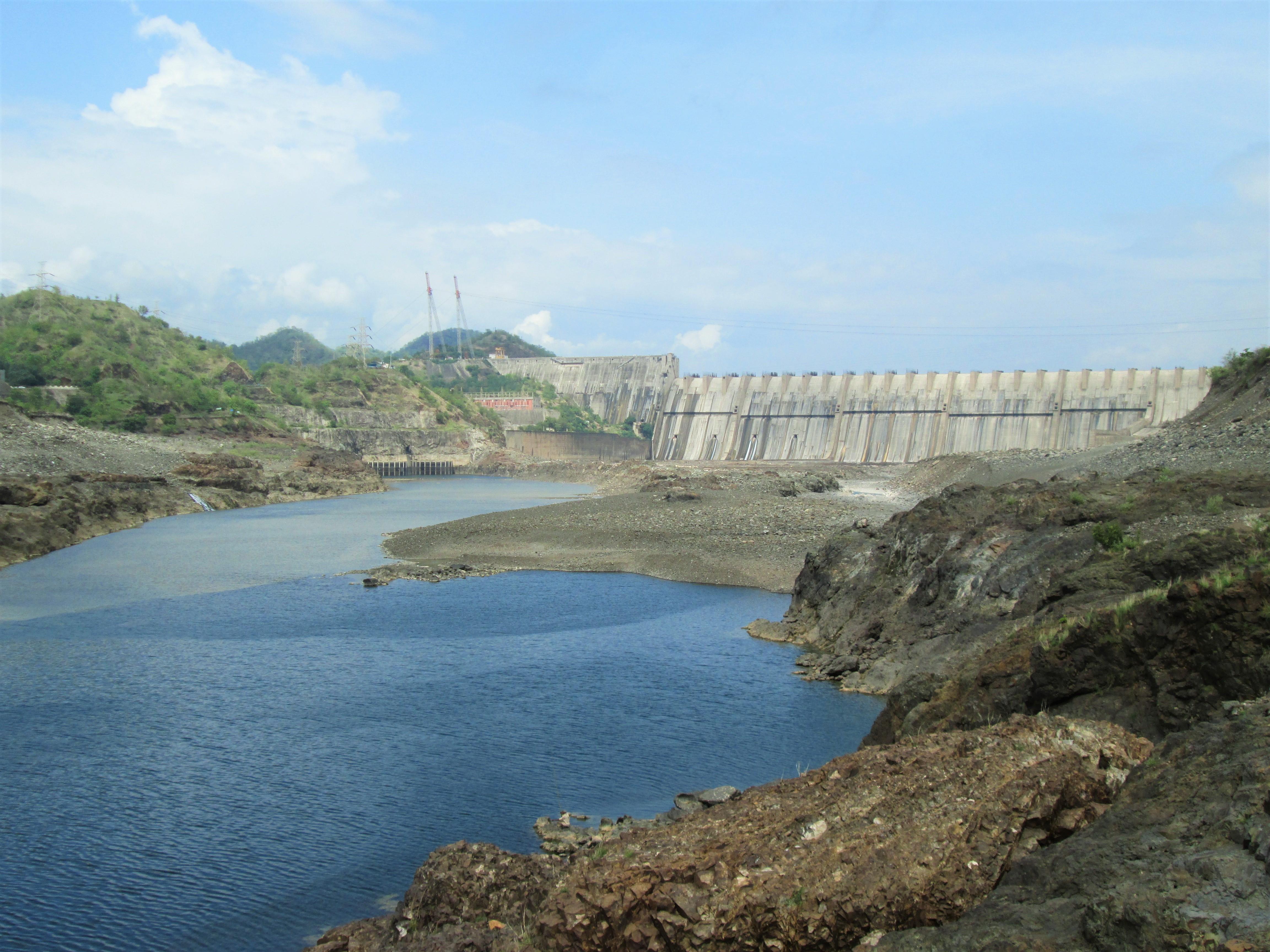 File:Narmada dam on River Narmada.jpg - Wikimedia Commons