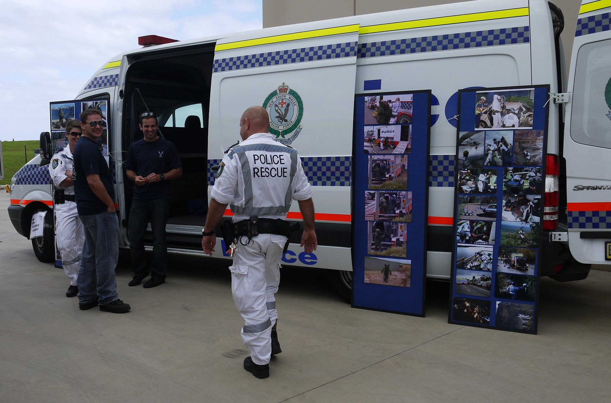 File:Officers from NSWPF Rescue and Bomb Disposal Unit