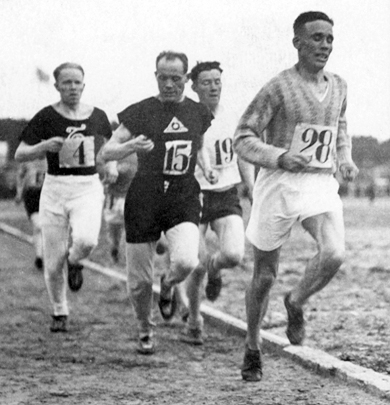 Paavo Nurmi running and recording