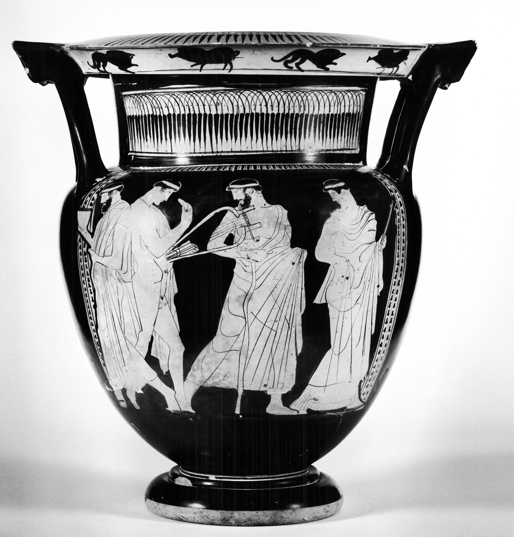 File:Painter of Munich 2335 - Column-Krater with a Komos and Three Maenads