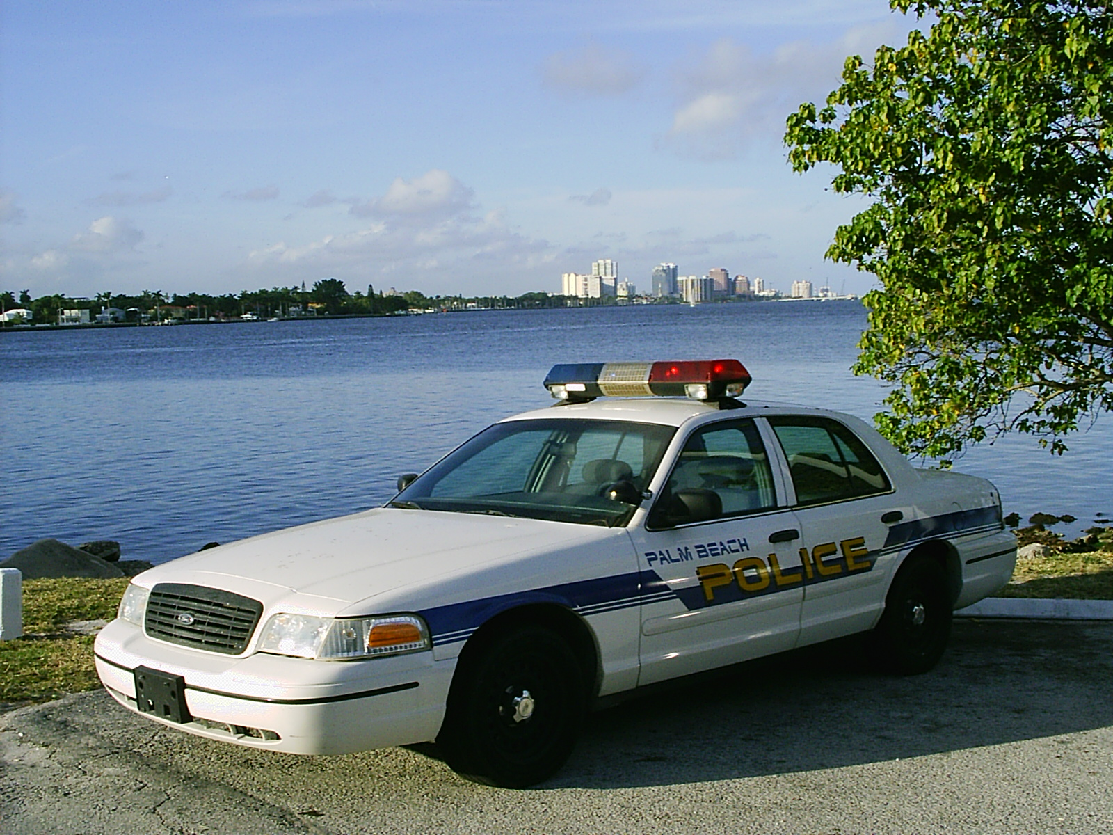 Used Cars West Palm Beach >> File:Police car Palm Beach FL at Lake Worth.jpg - Wikimedia Commons