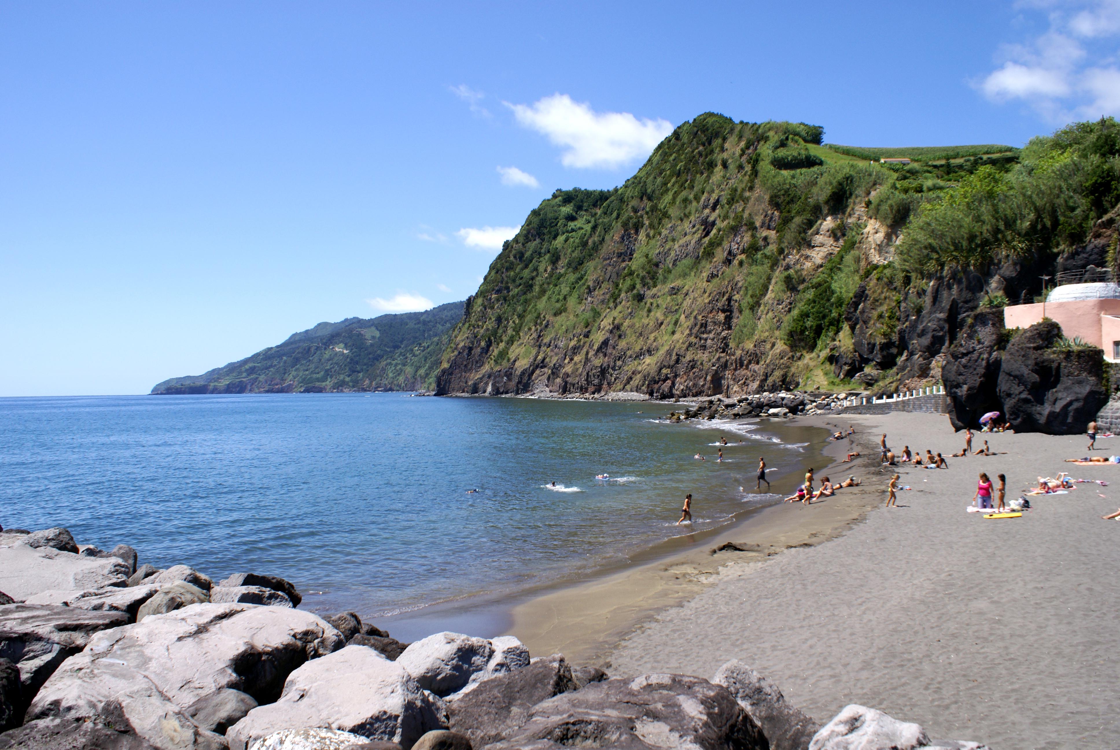 Paixão pelos Açores - Página 9 Praia_da_Povoa%C3%A7%C3%A3o,_Povoa%C3%A7%C3%A3o,_ilha_de_S%C3%A3o_Miguel,_A%C3%A7ores