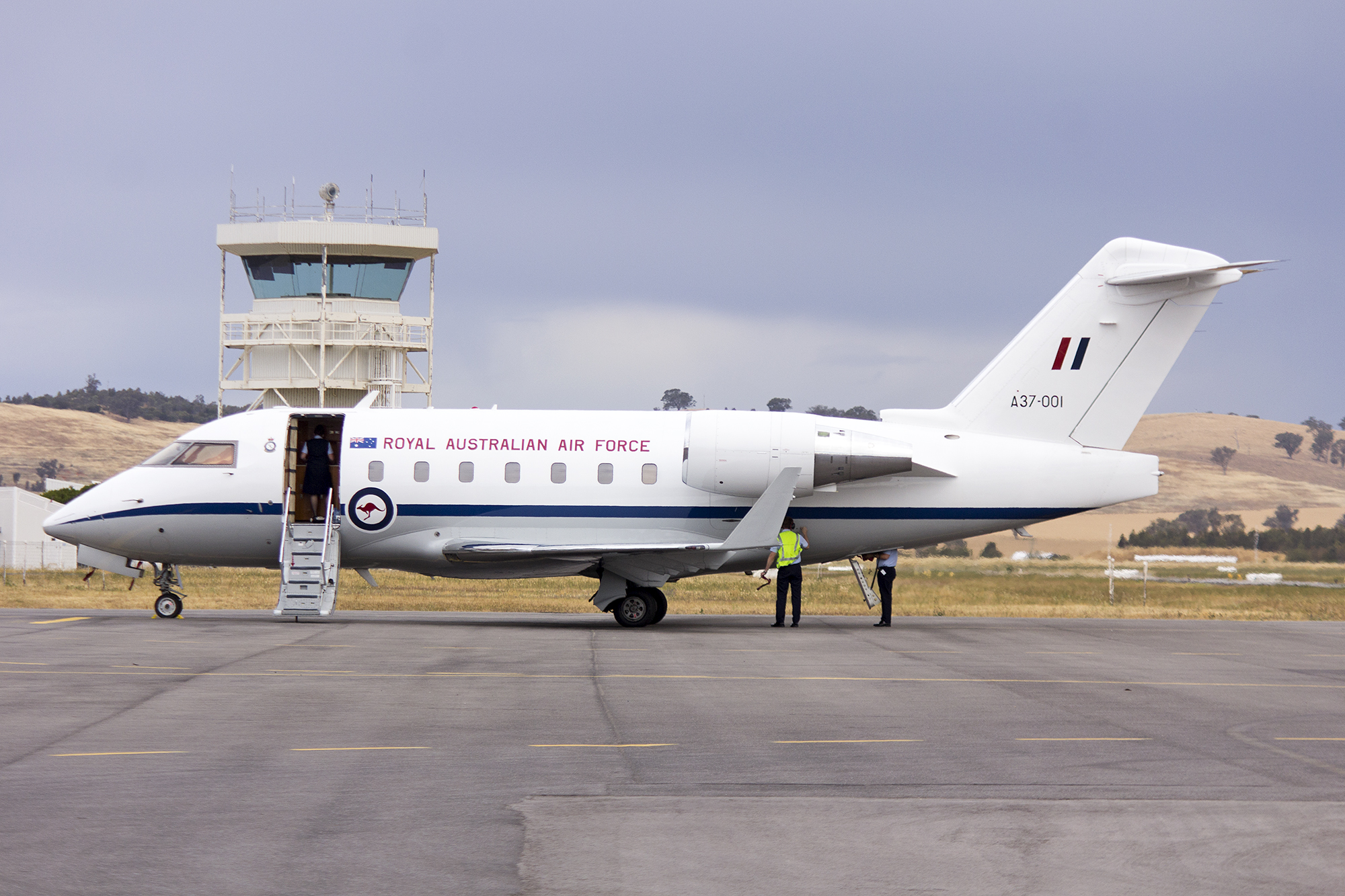 File:RAAF (A37-001) Bombardier CL-600-2B16 Challenger 604