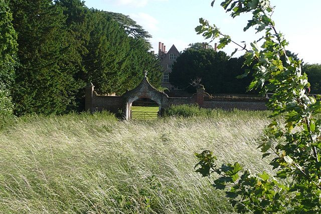 Rear of Mapledurham House - geograph.org.uk - 858532