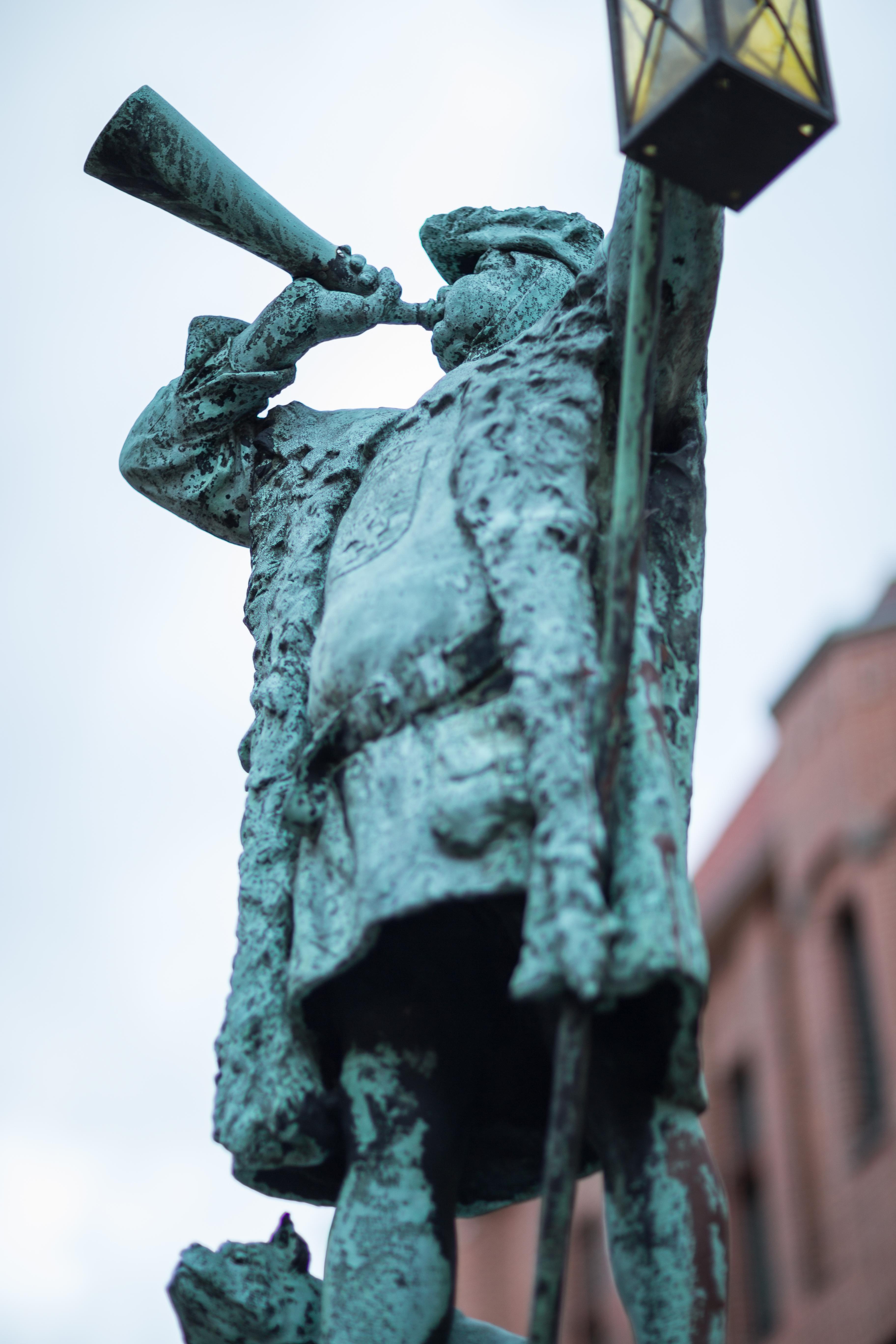 Datei:Sculpture Nachtwaechter nightwatchman Linden-Mitte Hannover ...