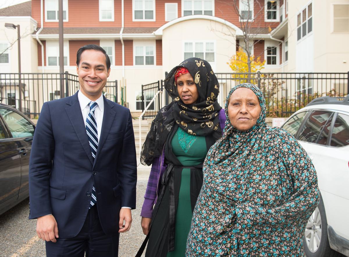 Secretary Castro in Minneapolis Minnesota (22733262781).jpg Secretary Castro in Minneapolis Minnesota Date 30 October 2015, 13:24 Source