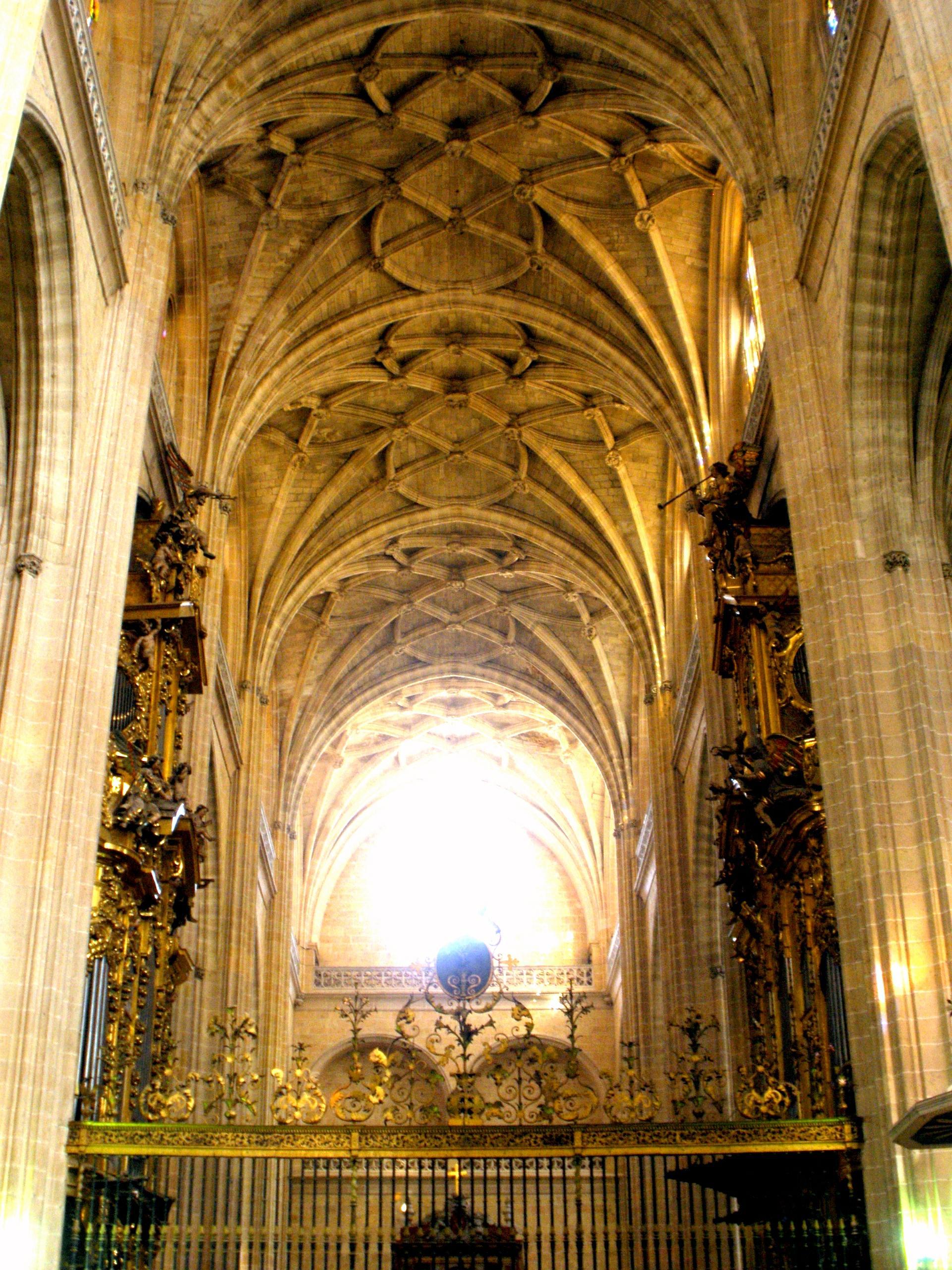 File:Segovia - Catedral, interiores 14.JPG - Wikimedia Commons
