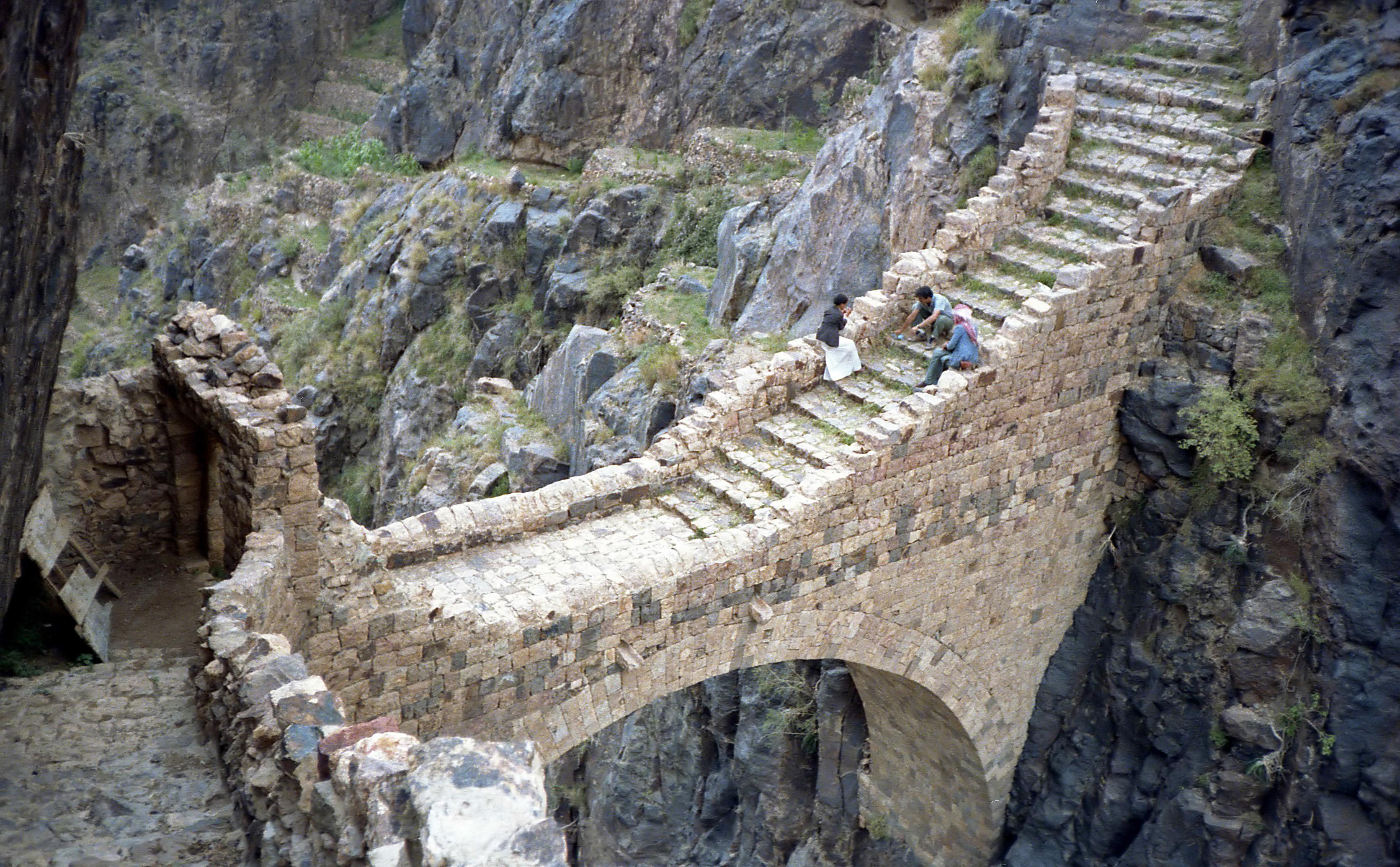 http://upload.wikimedia.org/wikipedia/commons/9/90/Shaharah_Bridge.jpg