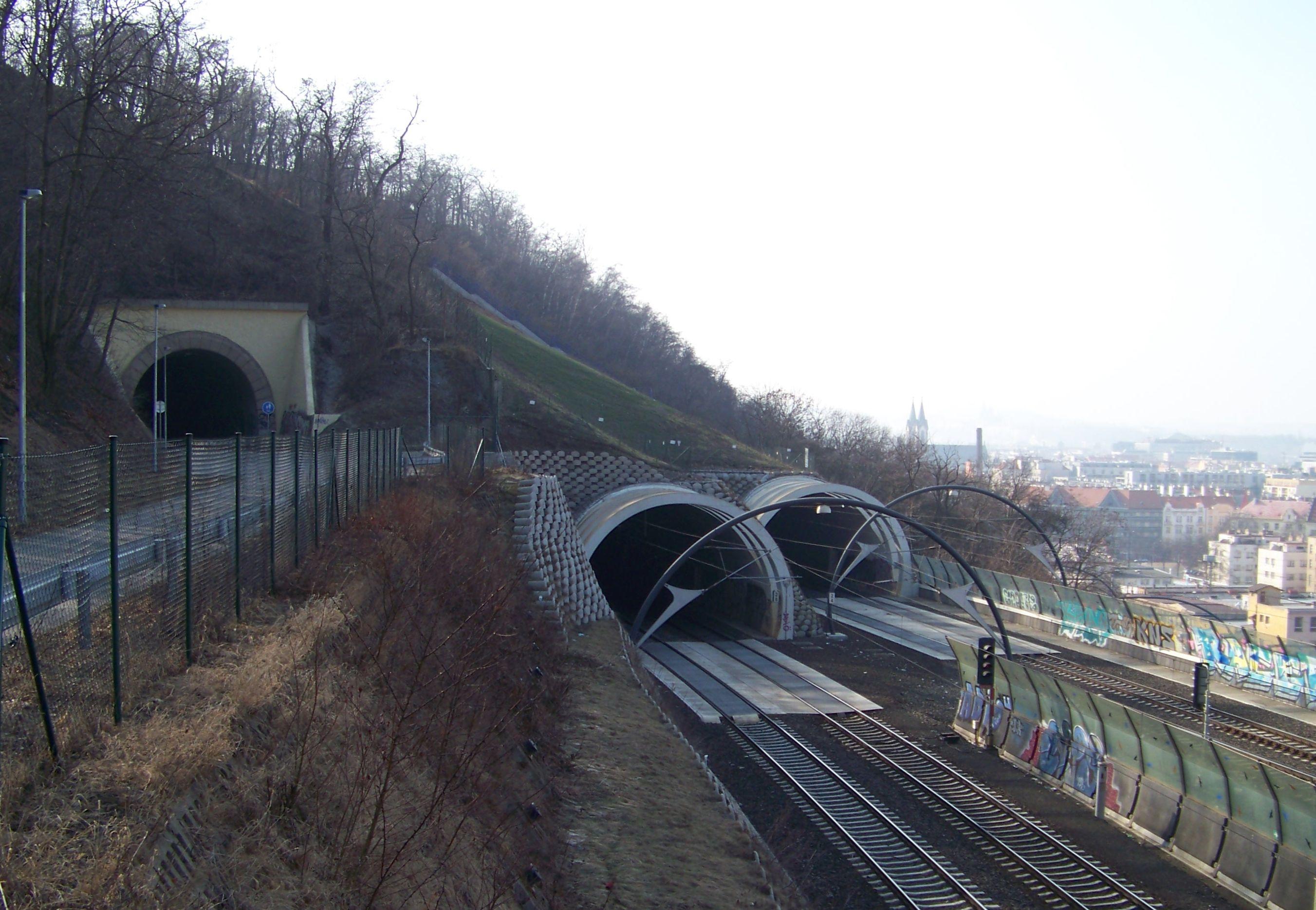 Starý a nové vítkovské tunely.jpg