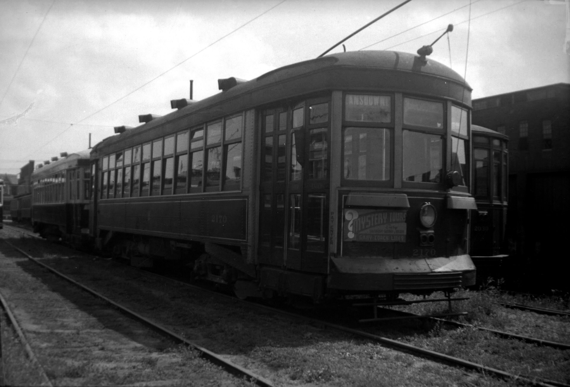 File ttc streetcar 2170 at the lansdowne carhouse in 1939 for Car house