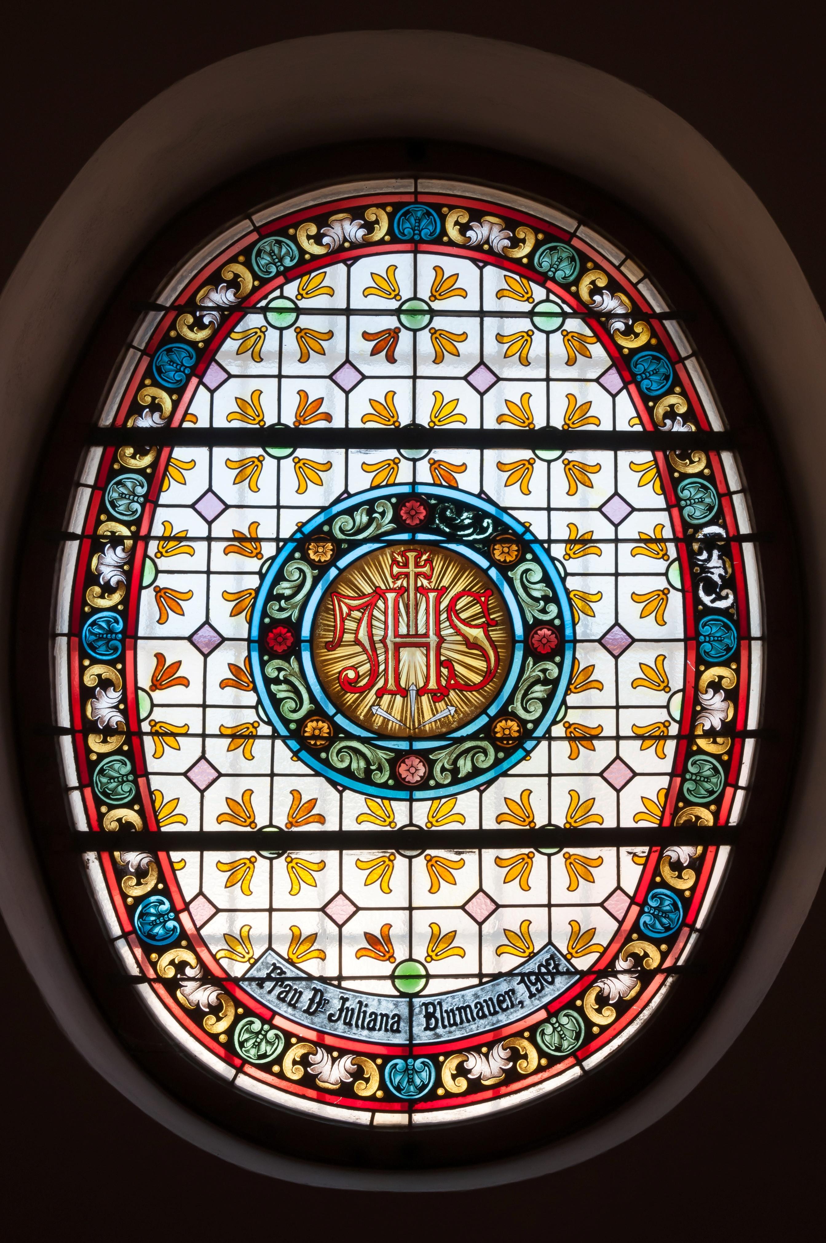 Tobelbad Kirche Fenster.jpg Deutsch: Glasfenster in der Eingangshalle der Kath. Pfarrkirche Unbefleckte Empfängnis in Tobelbad. English: Stained