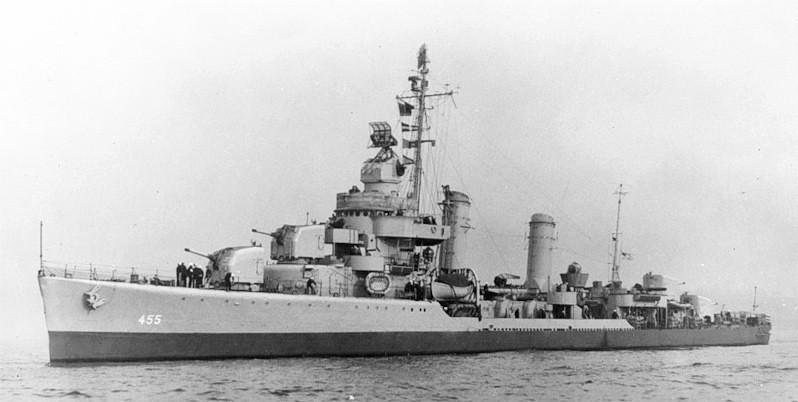 USS Hambleton (DD-455) underway in February 1944 (7321565).jpg