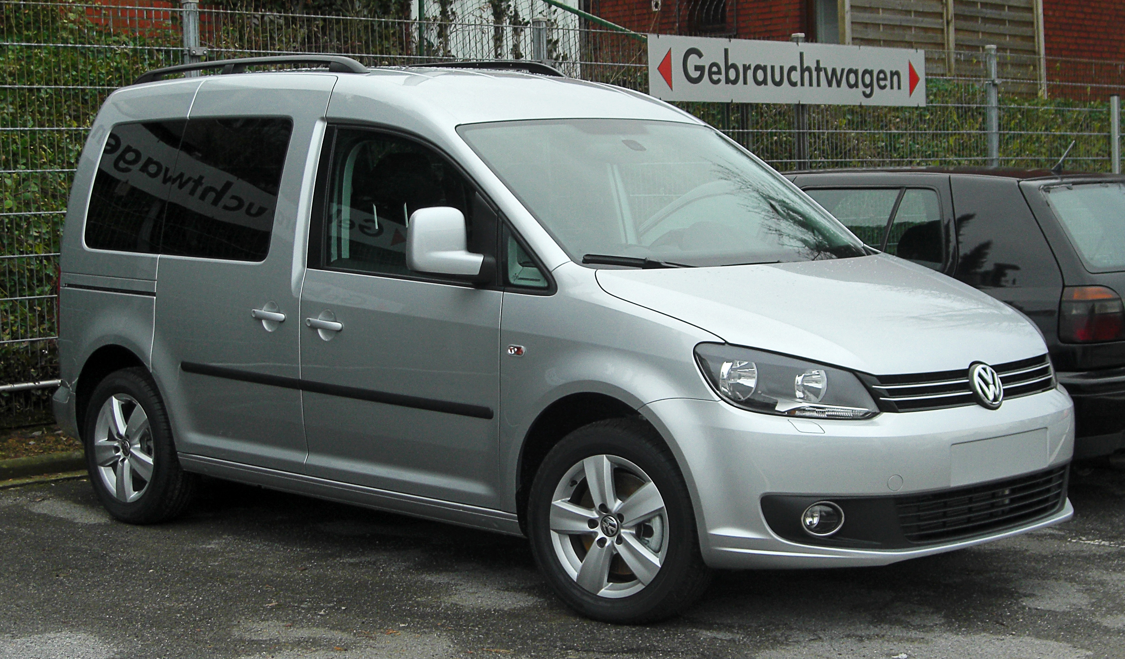 Description VW Caddy (2K, Facelift) front 20110115.jpg