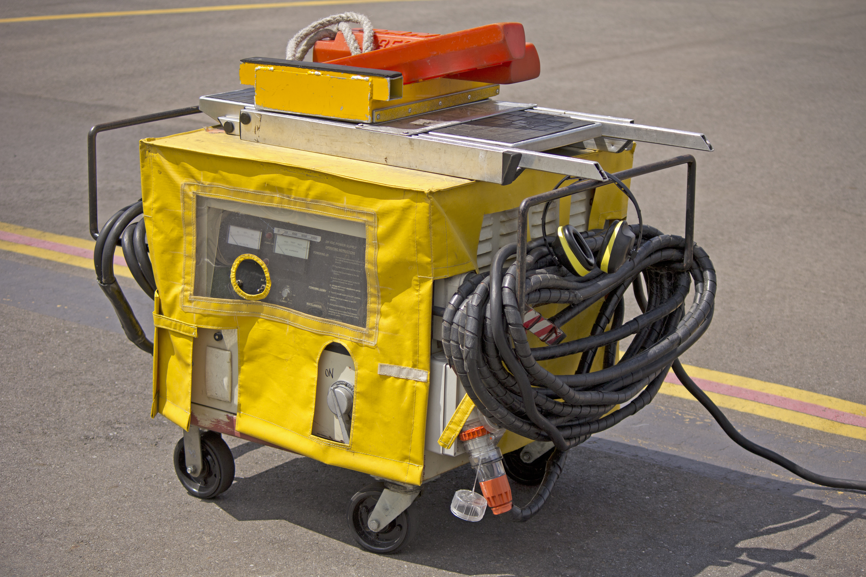 Airport Ground Power Units : File aircraft ground power unit at wagga airport g