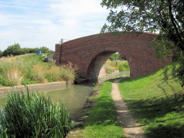 Aylesbury Arm, Canal Bridge No 13 - geograph.org.uk - 1445402