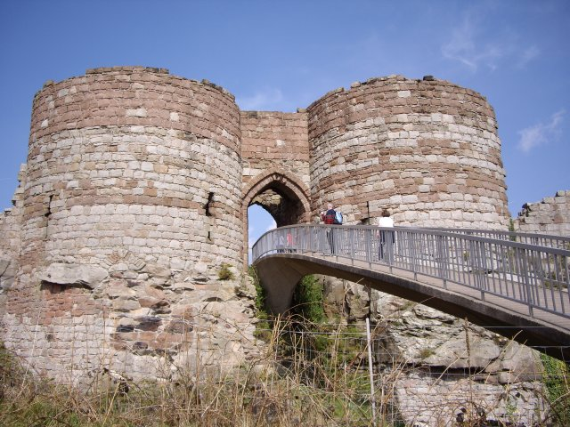 Beeston Castle Gate House and Bridge - geograph.org.uk - 442721