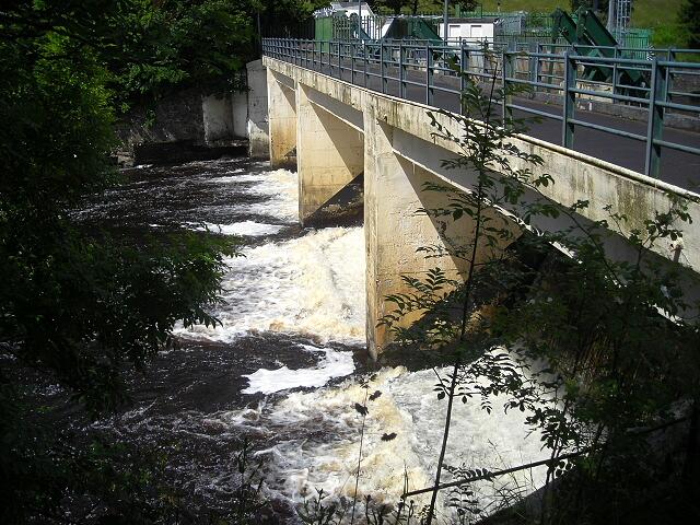 Bonnington Sluice Gates Above Falls of Clyde - geograph.org.uk - 487838
